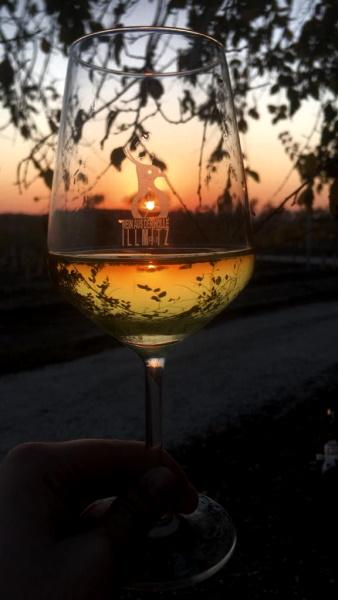 Weinglas in der Dämmerung